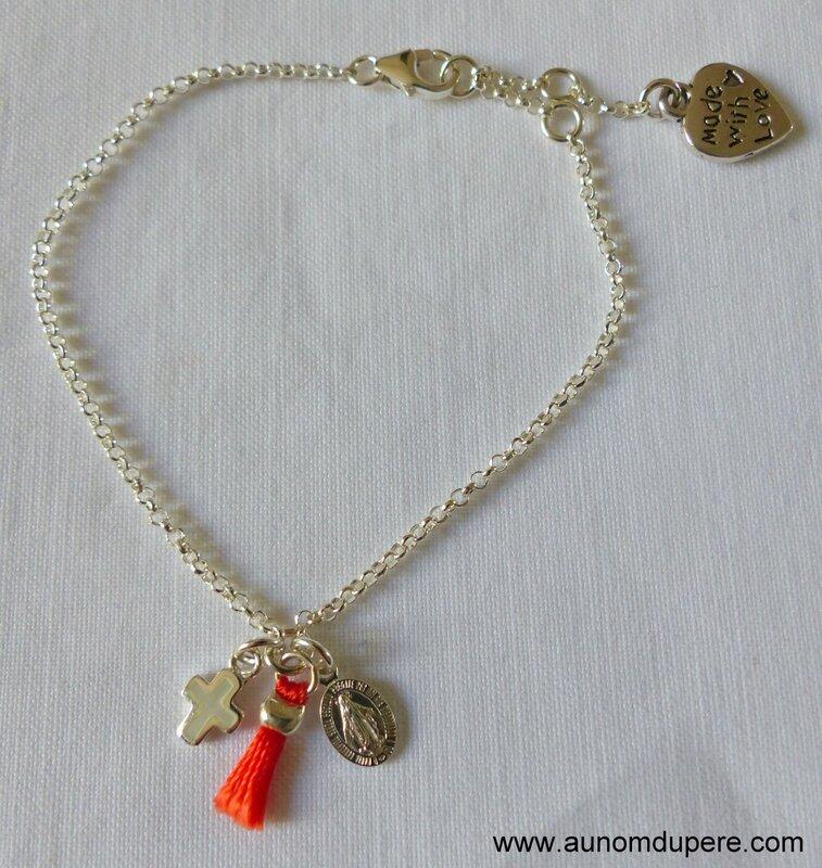 Bracelet Magnificat avec pompon (corail) - 44 €