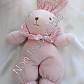 Doudou peluche lapin rose collerette vichy blanc rose ajena