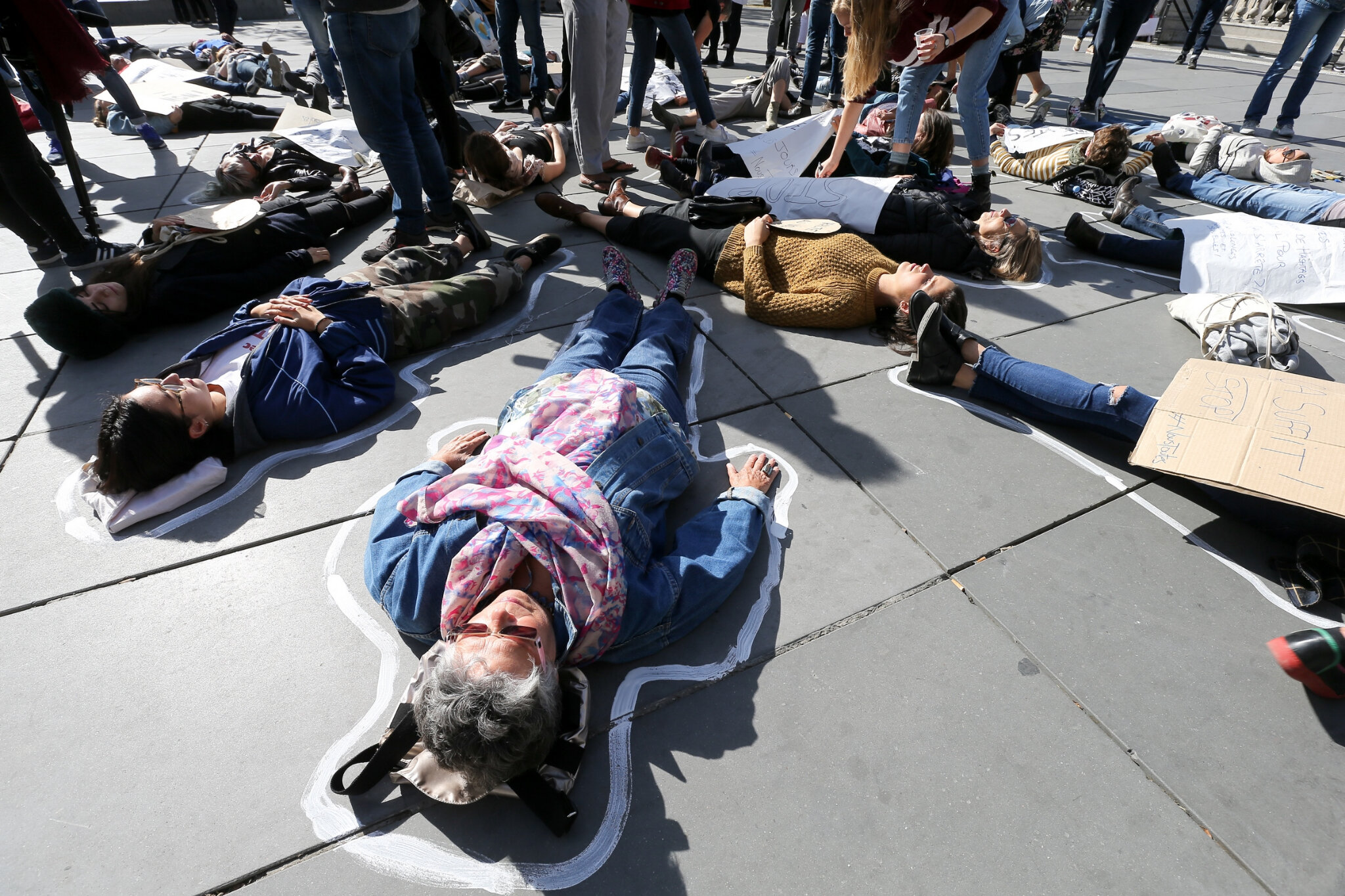 Die-In à Paris pour #MeToo. © Michel Stoupak. Sam 29.09.2018, 13h40m09.