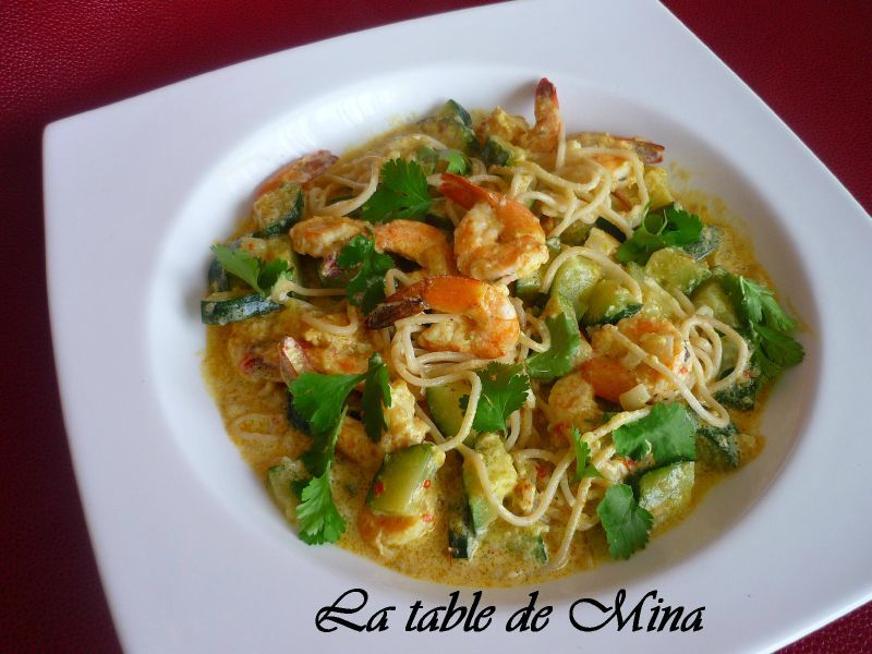 curry de crevettes aux courgettes et nouilles chinoises la table de mina. Black Bedroom Furniture Sets. Home Design Ideas
