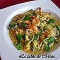 Curry de crevettes aux courgettes et nouilles chinoises