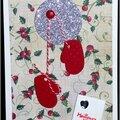 carte de voeux traditionnelle avec houx et moufles rouges