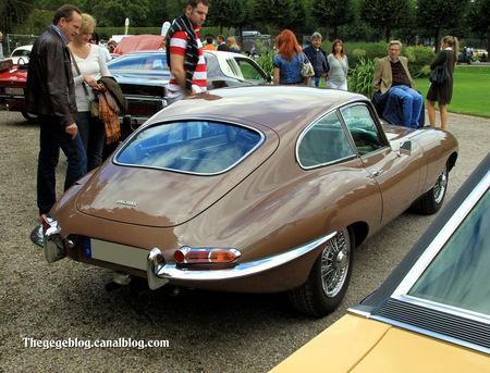 Jaguar_type_XK_E__version_US__serie_1_coup__de_1962__1961_1967__9_me_Classic_Gala_de_Schwetzingen_2011__02