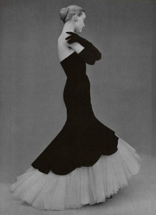 L'Officiel #355, 1951. Photographer: Philippe Pottier, Balenciaga, Fall 1951