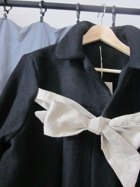 manteau d'été en lin noir et noeud en lin brut (5)