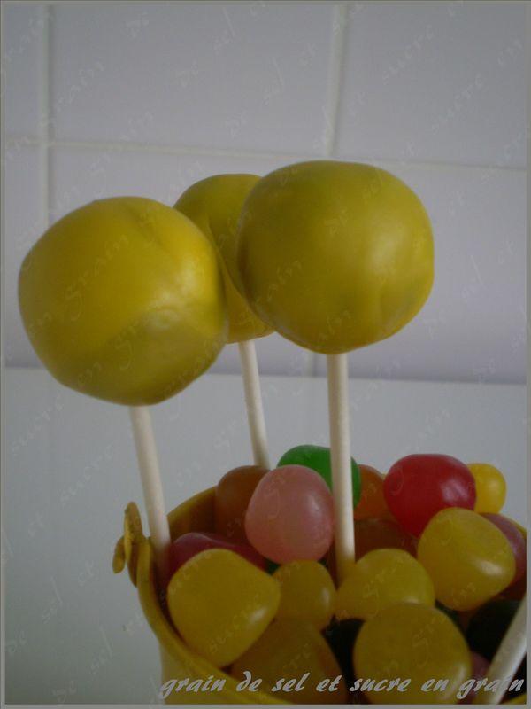 cakes pop jaunes