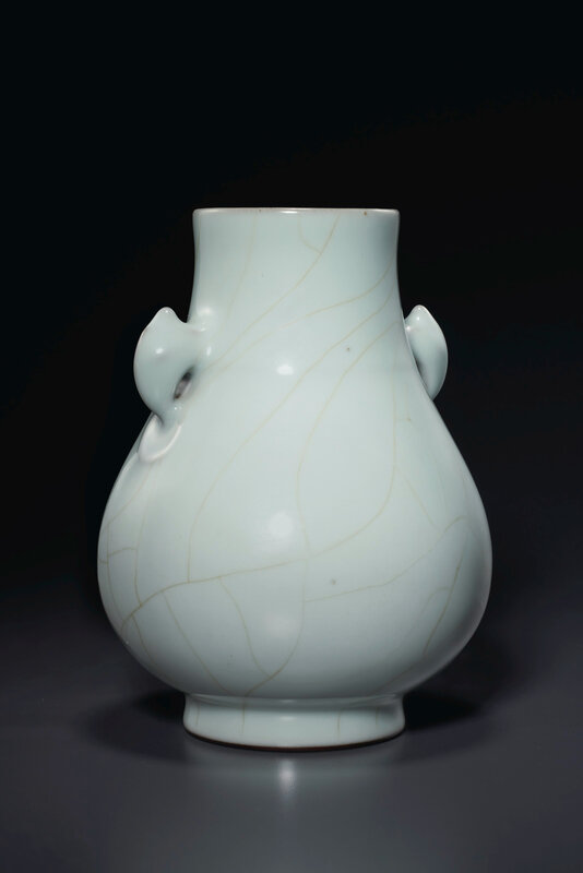 2020_NYR_19038_0818_002(a_guan-type_hu-form_vase_china_qing_dynasty_qianlong_six-character_sea024744)
