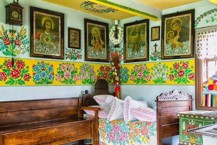 zalipie-village-pologne-maisons-fleurs-peinture-19