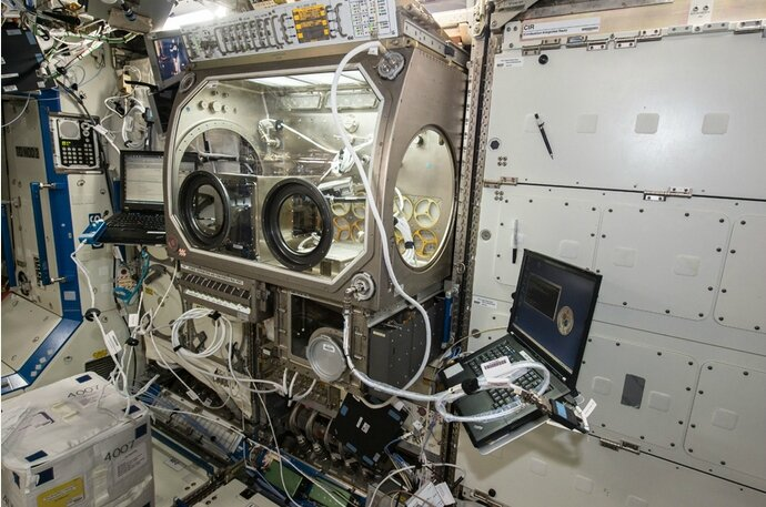 imprimante 3d zero G station spatiale internationale nasa ISS boite a gant
