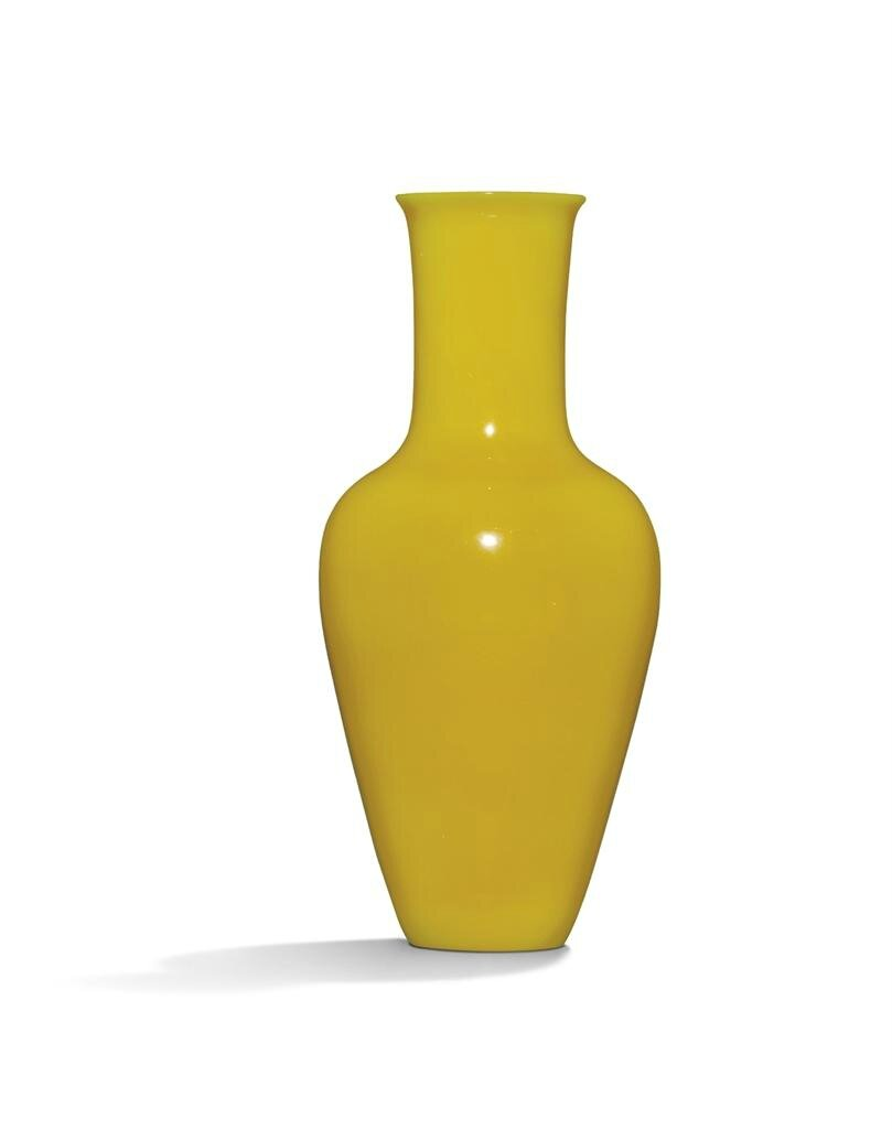 A small yellow glass vase, Late Qing dynasty