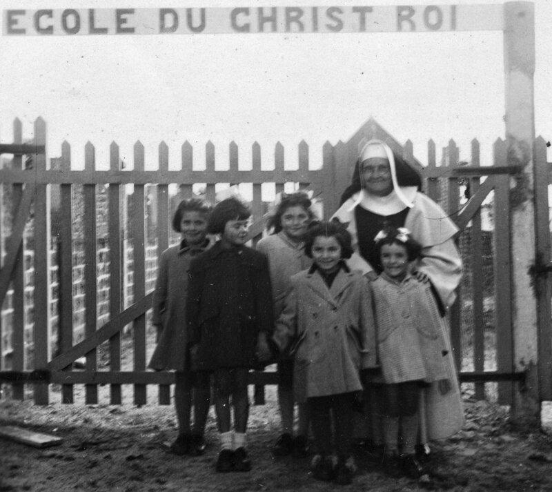 Ch42 - 1950 - Mère Anne Marie et ses élèves