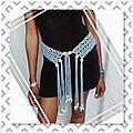 Original tres joli ceinture en crochet !! wood blue !! acrylique/ nylon bleu avec perles en bois beige t:long 88cm x 9cm belicio