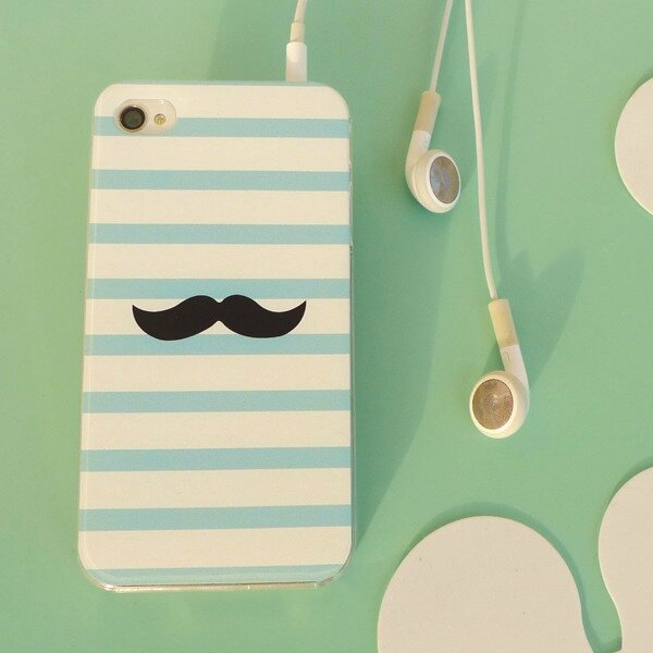 coque-iphone-4-moustache (1)