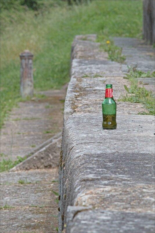 ville bouteille biere poteaux 190517