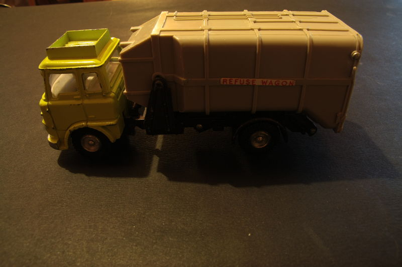 978_Bedford Refuse Wagon_01