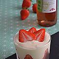 Verrines de fraises et crème de mascarpone à la rhubarbe