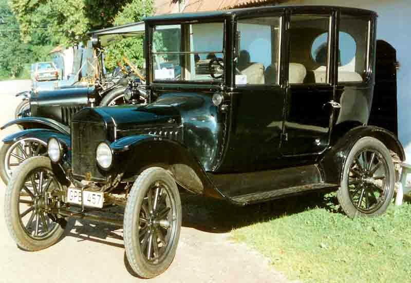 1919_Ford_Model_T_Centerdoor_Sedan_GPB457