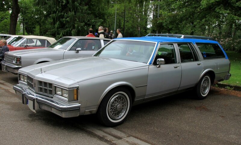 Oldsmobile custom cruiser wagon de 1986 (Retrorencard mai 2010) 01