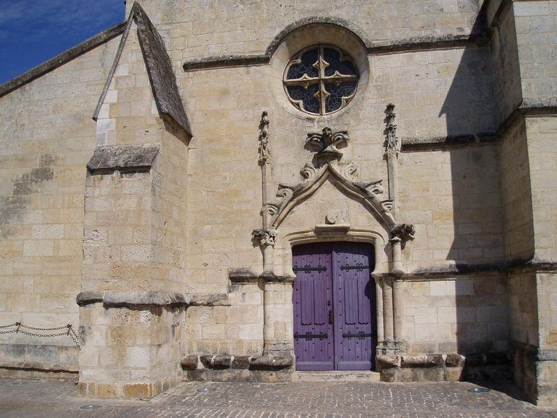 Porte violette pour église du XVème siècle (Coulon, août 2010)