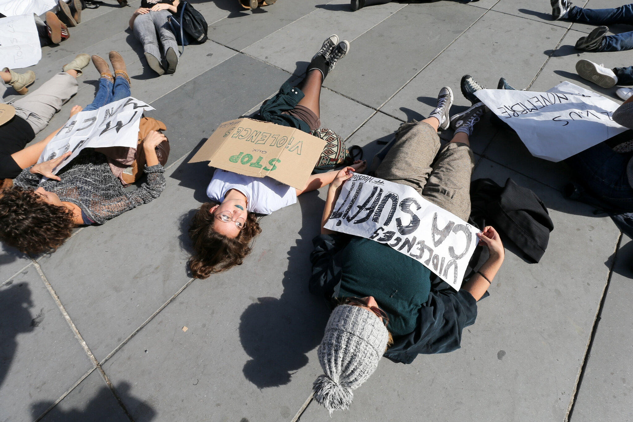 Die-In à Paris pour #MeToo. © Michel Stoupak. Sam 29.09.2018, 13h35m41.