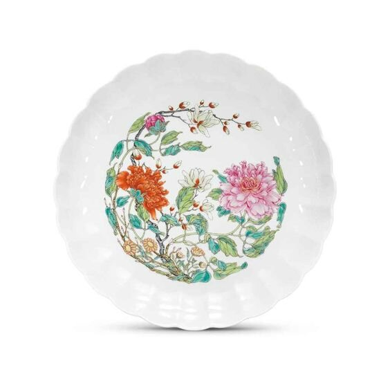 A fine and very rare famille rose chrysanthemum dish, Yongzheng six-character mark in underglaze blue within a double circle and of the period (1723-1735)