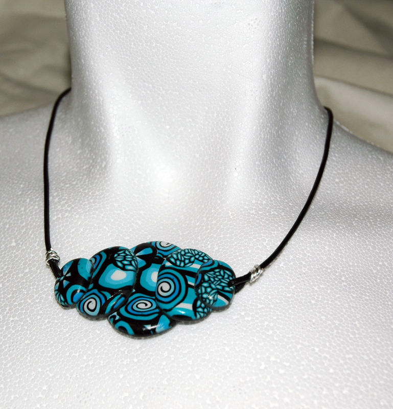 Black_and_Blue_Collier_en_pâte_fimo