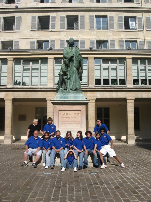 The American group in front of Abbe de l'Epee