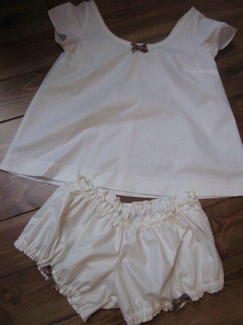 Guimpe Bleuette en coton écru et petit noeud brun (1)