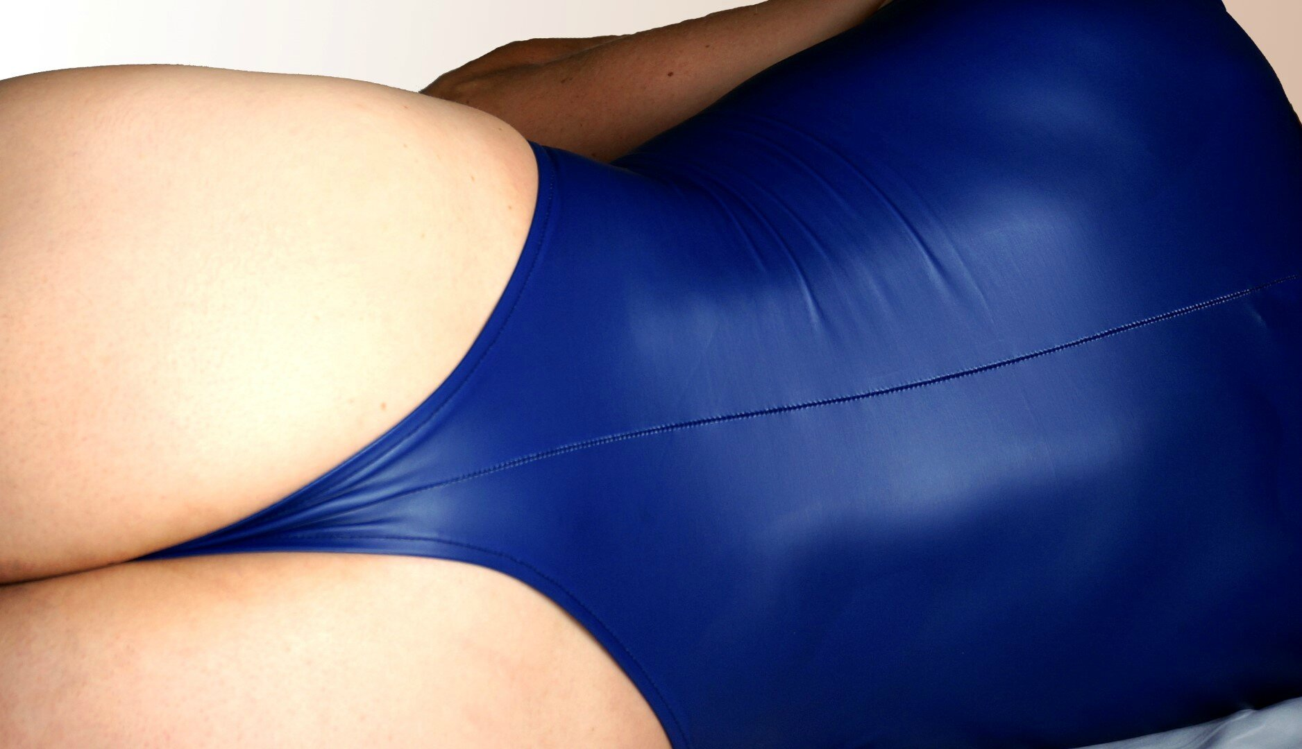 blue latex 240D vue de dos