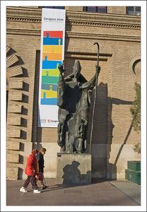 Saragosse_dames_statue_main_300310_006