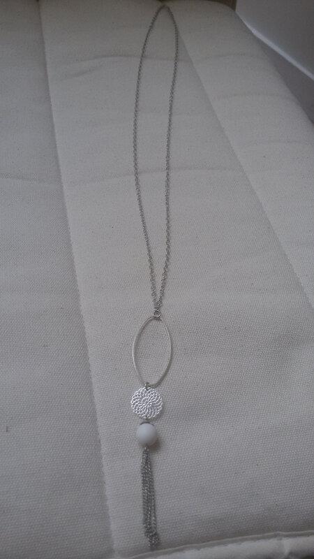 sautoir blanc ovale 1