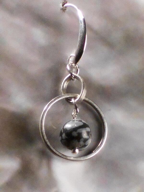 10 Boucles d'oreille unit en obsidienne mouchetée. 5 €