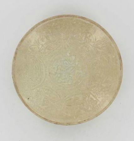 Coupelle en grès émaillé beige craquelé. Vietnam, XVe siècle. ph