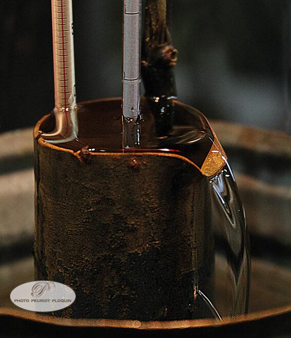 Domaine_de_Polignac_distillation_de_l_Armagnac_l_Eau_de_Vie_s_ecoule_de_l_alambic