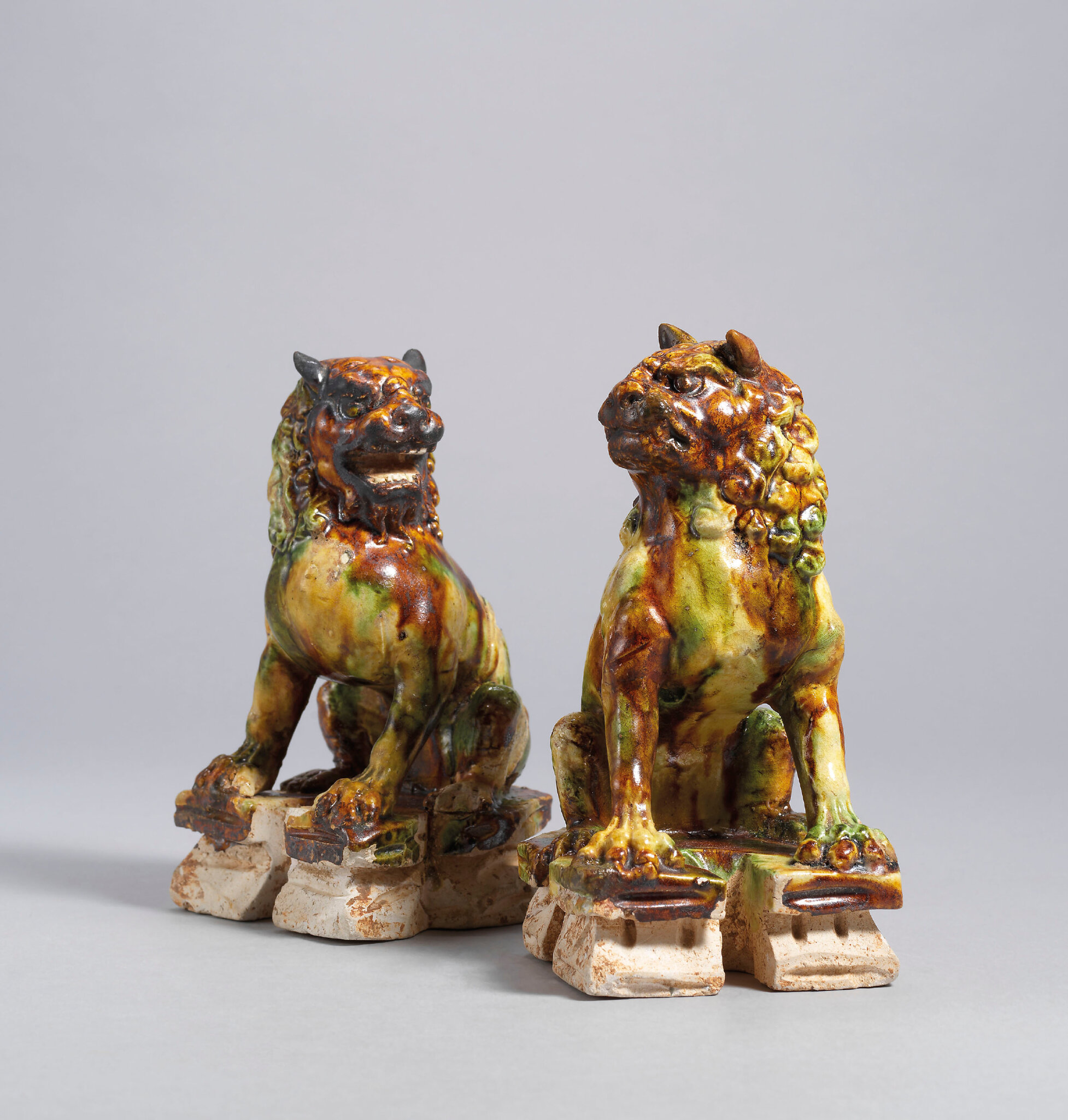 2020_HGK_18242_2872_000(a_rare_pair_of_sancai-glazed_pottery_lions_tang_dynasty)