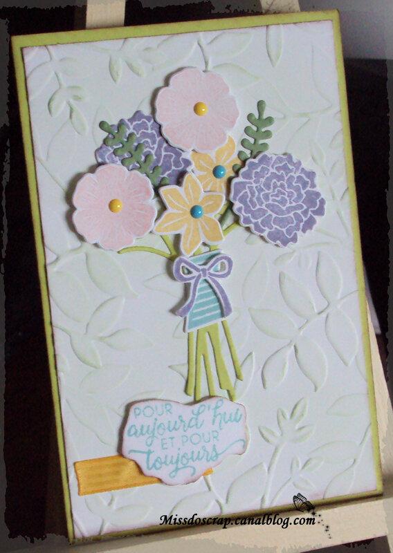Carte fleur et embossage feuille