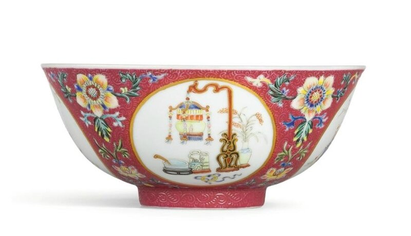 A ruby-ground famille-rose scraffiato 'bogu' bowl, Seal mark and period of Daoguang (1821-1850)
