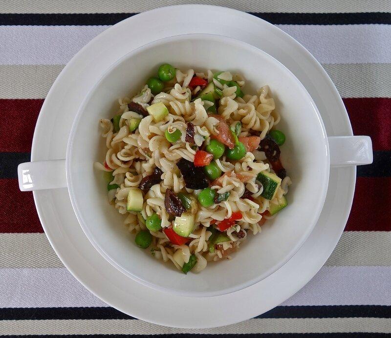 salade de légumes d'été aux pâtes