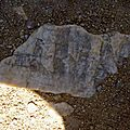 Le dessin de cette pierre semble issu d'un travail humain