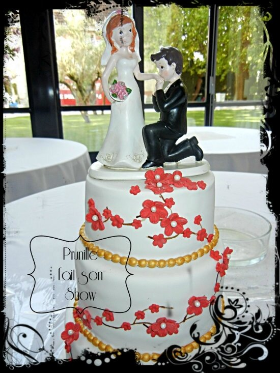 Wedding cake rouge et or