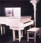 mm_white_piano_1
