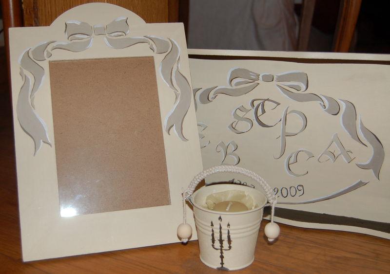 Exemple d'ensemble de cadeaux assortis: plateau calligraphié + cadre peint + bougie parfumée.