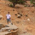 Karim sur le puits de fouille