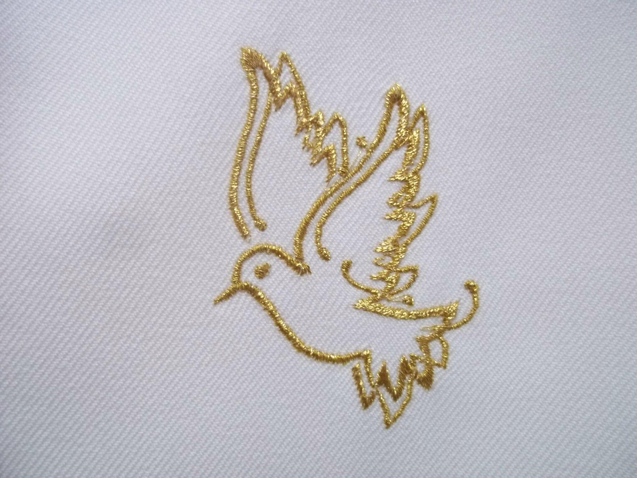 Etoles de baptême colombe, angelot, Vierge Marie, broderies personnalisées par AMD A COUDRE pour Santiago, Raphaël et Soléane.