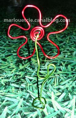 fleur rouge verte
