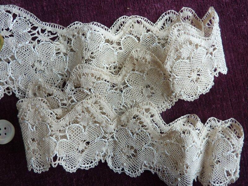 b64ad5b70d53 1971 - Superbe tissu pour cette écharpe ancienne 110 x 22 cm - L ...