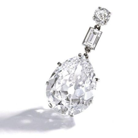 Platinum_and_Diamond_Pendant__Circa_1915Platinum_and_Diamond_Pendant__Circa_1915a