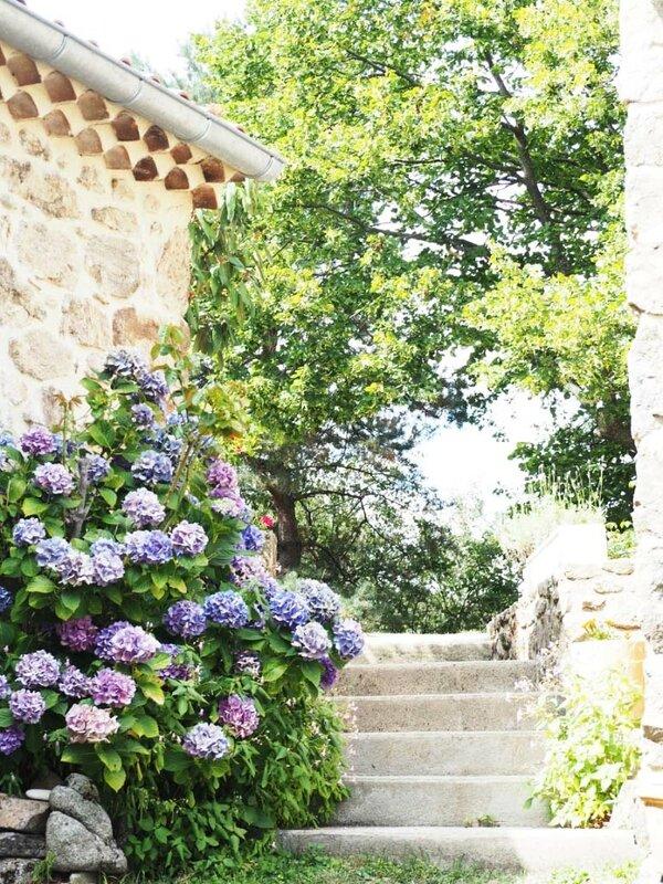 1-ardèche-famille-vacances-maison-de-campagne-ma-rue-bric-a-brac