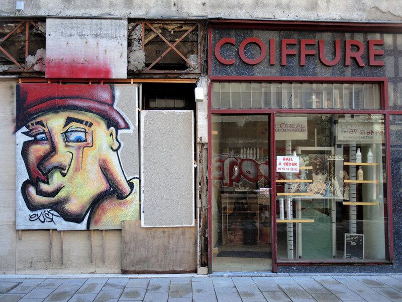 Bayonne, rue Pannecau, Devanture salon de coiffure (64)