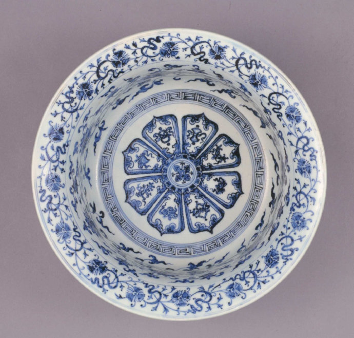 Blue and white 'floral' basin, Ming dynasty, Yongle period Qing court collection